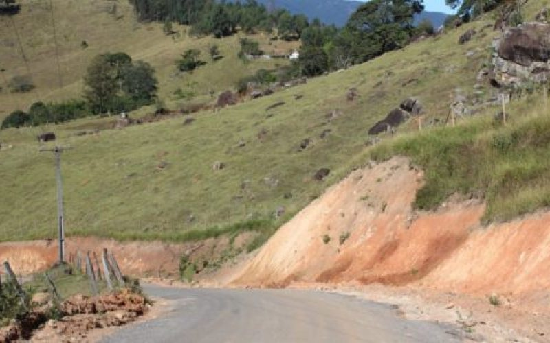 Além-da-pavimentação-foram-executadas-obras-de-drenagem-e-alargamento-ao-longo-de-todo-o-trecho-550×300