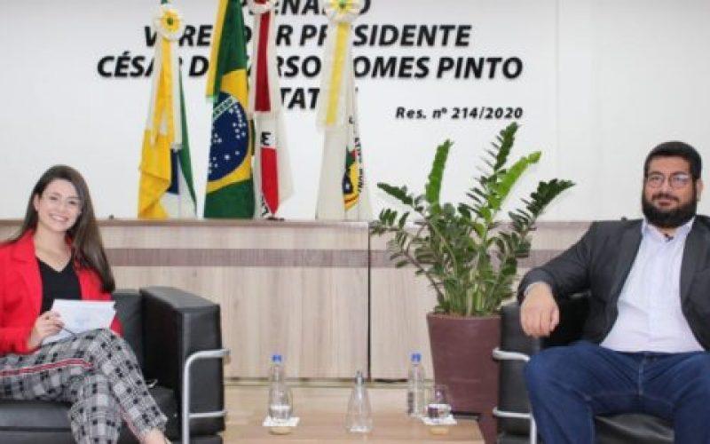 Assessora-da-EL-Mariana-Lima-e-o-assessor-parlamentar-do-Legislativo-advogado-Bruno-Bertolotti-550×300