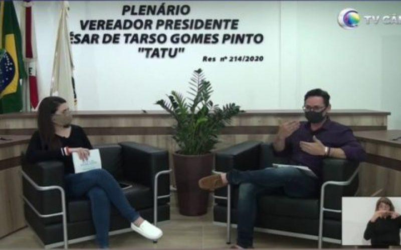 Assessora-da-EL-Mariana-Lima-e-o-jornalista-Léo-Demeter-550×300