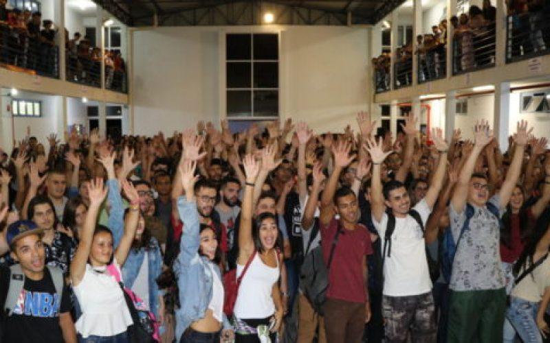 Aula-Inaugural-de-2019-contou-com-a-presença-dos-alunos-no-campus.-Neste-ano-milhares-de-alunos-da-Faex-vão-se-encontrar-virtualmente-550×300