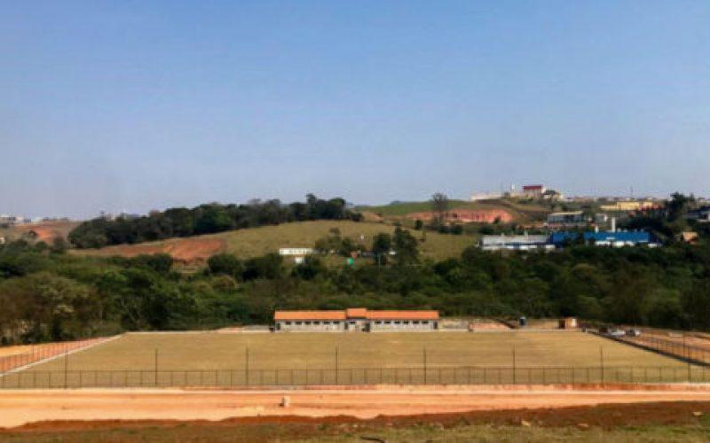Campo-possui-padrão-oficial-da-Fifa-550×300