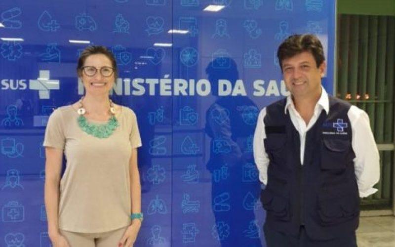 Deputada-federal-Greyce-Elias-e-o-ministro-da-Saúde-Luiz-Henrique-Mandetta-ok-550×300