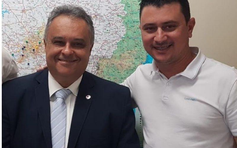 Deputado-estadual-Gustavo-Mitre-e-o-presidente-da-Camara-Municipal-Leandro-Marinho