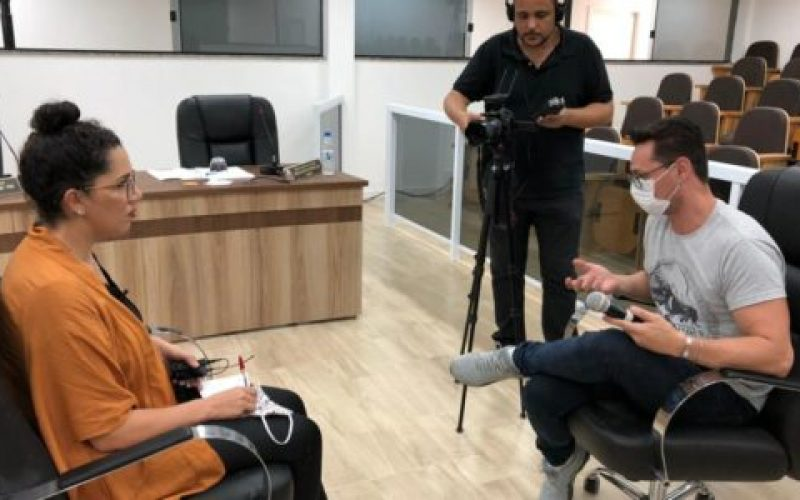 Diretora-da-Secretaria-Parlamentar-da-Câmara-Municipal-Renata-Rocha-gravou-boletins-institucionais-explicando-os-processos-de-inscrição-550×300