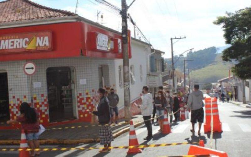 Está-proibido-estacionar-na-Rua-Governador-Valadares-550×300