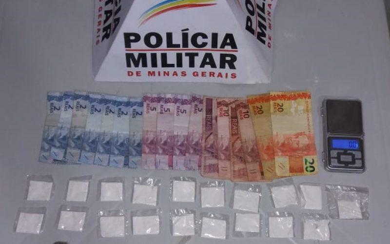 Policiais-apreenderam-balanca-dinheiro-cocaina-e-maconha