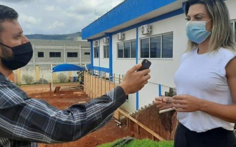 Assessor-da-Câmara-jornalista-Edevy-Olivotti-e-a-diretora-da-Casa-do-Cidadão-Regina-Lopes-550×300