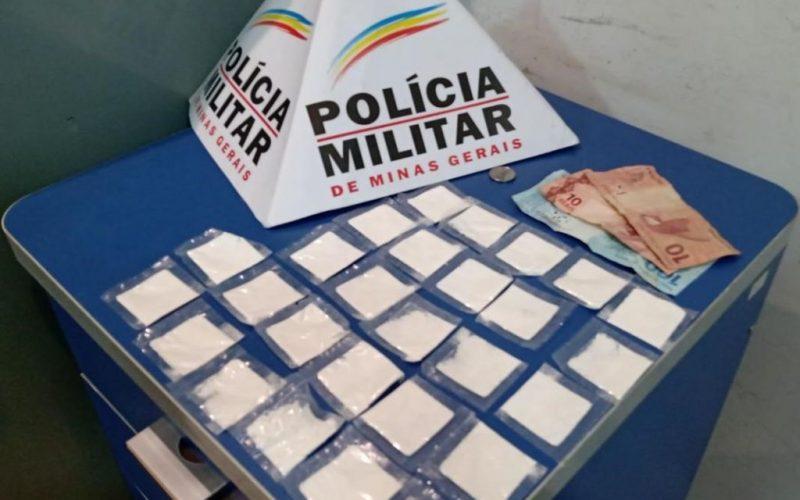 Foram-apreendidos-27-papelotes-de-cocaina-e-dinheiro