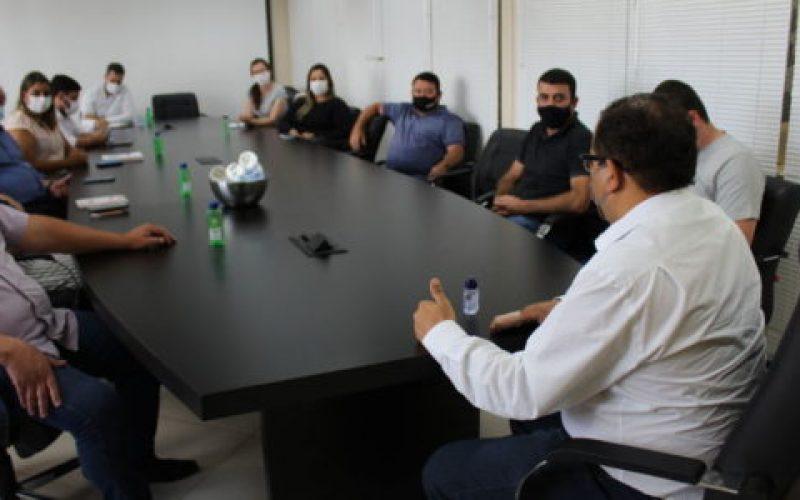 Na-reunião-João-Batista-assinou-um-novo-projeto-de-lei-que-estabelece-medidas-mais-duras-para-conter-o-avanço-da-pandemia-550×300