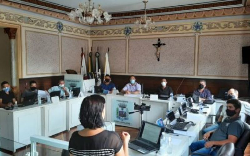 O-seminário-composto-por-três-minicursos-foi-inaugurado-com-o-Curso-de-Oratória-ministrado-pela-jornalista-Dilma-de-Almeida-Lopes-550×300