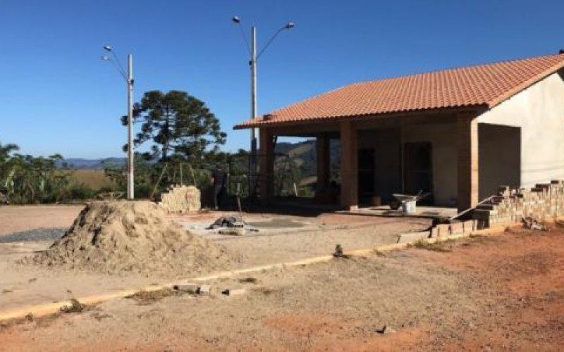 Obra-está-sendo-realizada-através-da-parceria-entre-a-Prefeitura-de-Camanducaia-e-o-Ministério-da-Saúde-550×300