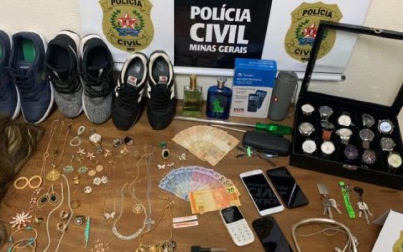 Policiais-apreenderam-relógios-semijoias-óculos-apliques-de-cabelo-e-tênis-550×300