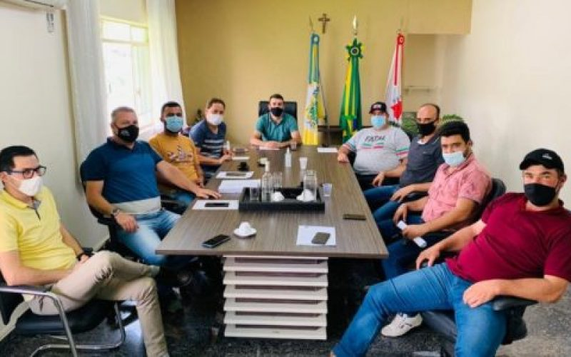 Reunião-aconteceu-no-gabinete-do-prefeito-550×300