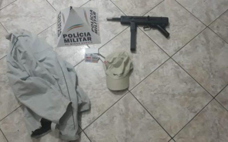 Roupas-utilizadas-no-crime-e-um-simulacro-de-arma-de-fogo-foram-apreendidos-550×300