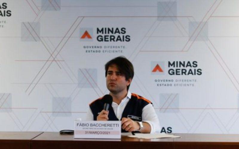 Secretário-de-Saúde-de-Minas-Gerais-médico-Fábio-Baccheretti-durante-coletiva-de-imprensa-550×300