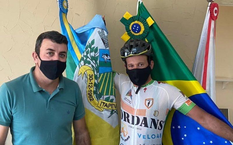 Prefeito de Itapeva, Daniel Couto, e um dos mais importantes ciclistas do cenário nacional, Marcelo Florentino Soares (Mixirica)